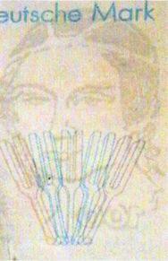 Рис. 10. Вид надпечатанного «водяного знака» в косопадающем свете.