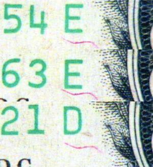 Рис. 34. Надпечатанные волокна на трех разных банкнотах: форма и расположение одинаковы.