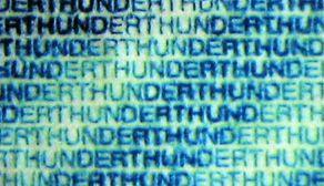 Рис. 83. Переменная толщина штрихов микротекста на банкноте номиналом 100 марок Германии.