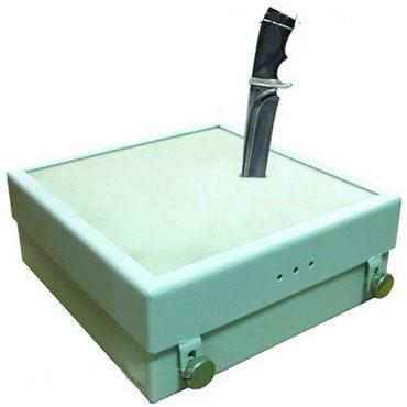 Устройство проверки достаточности поражающих свойств испытуемых образцов холодного клинкового оружия