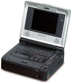 Видеомагнитофон стерео стандарта Digital 8 c ЖКИ-дисплеем Video Walkman Sony GV-D800E
